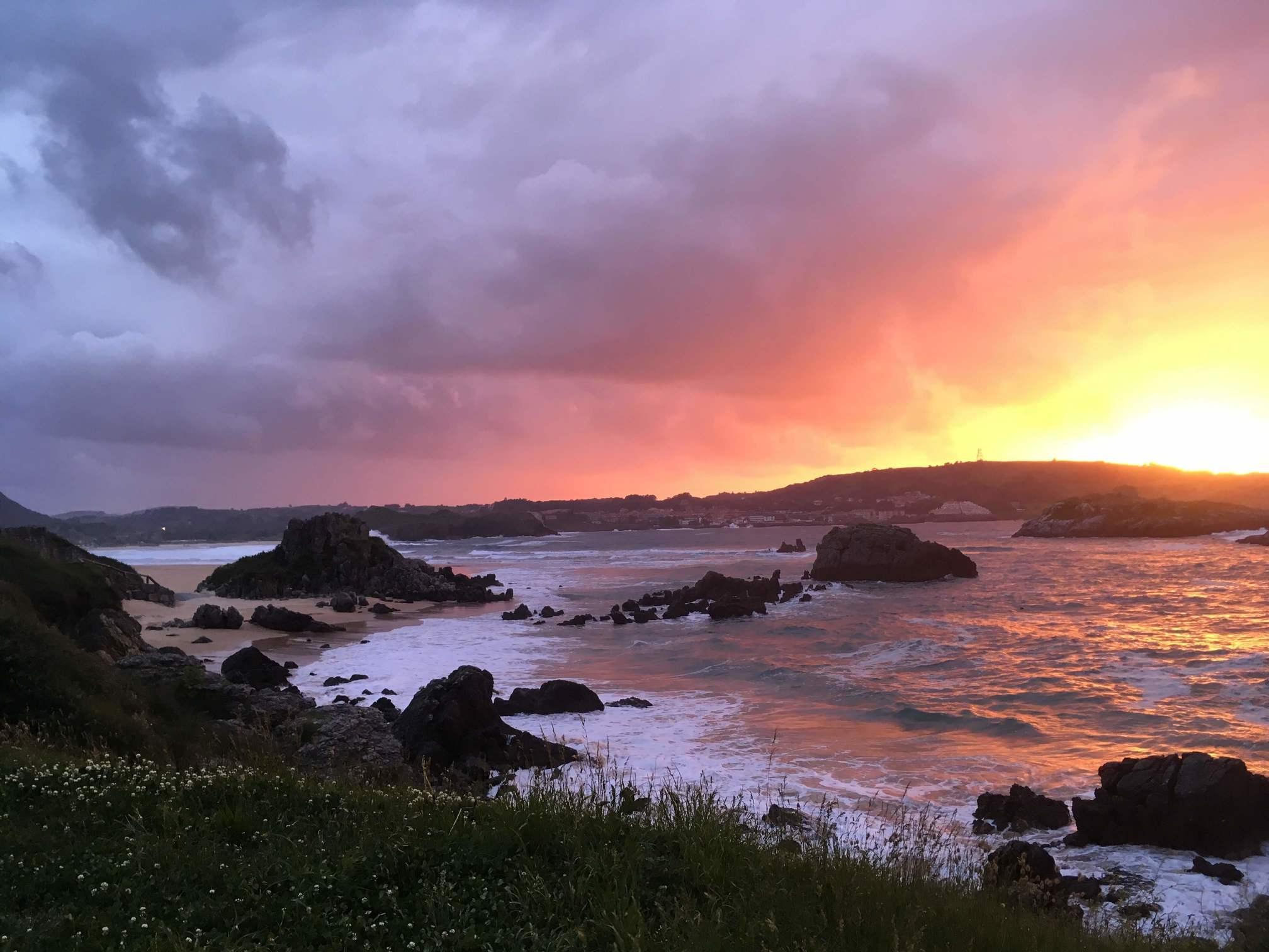 Küstenlandschaft im Sonnenuntergang