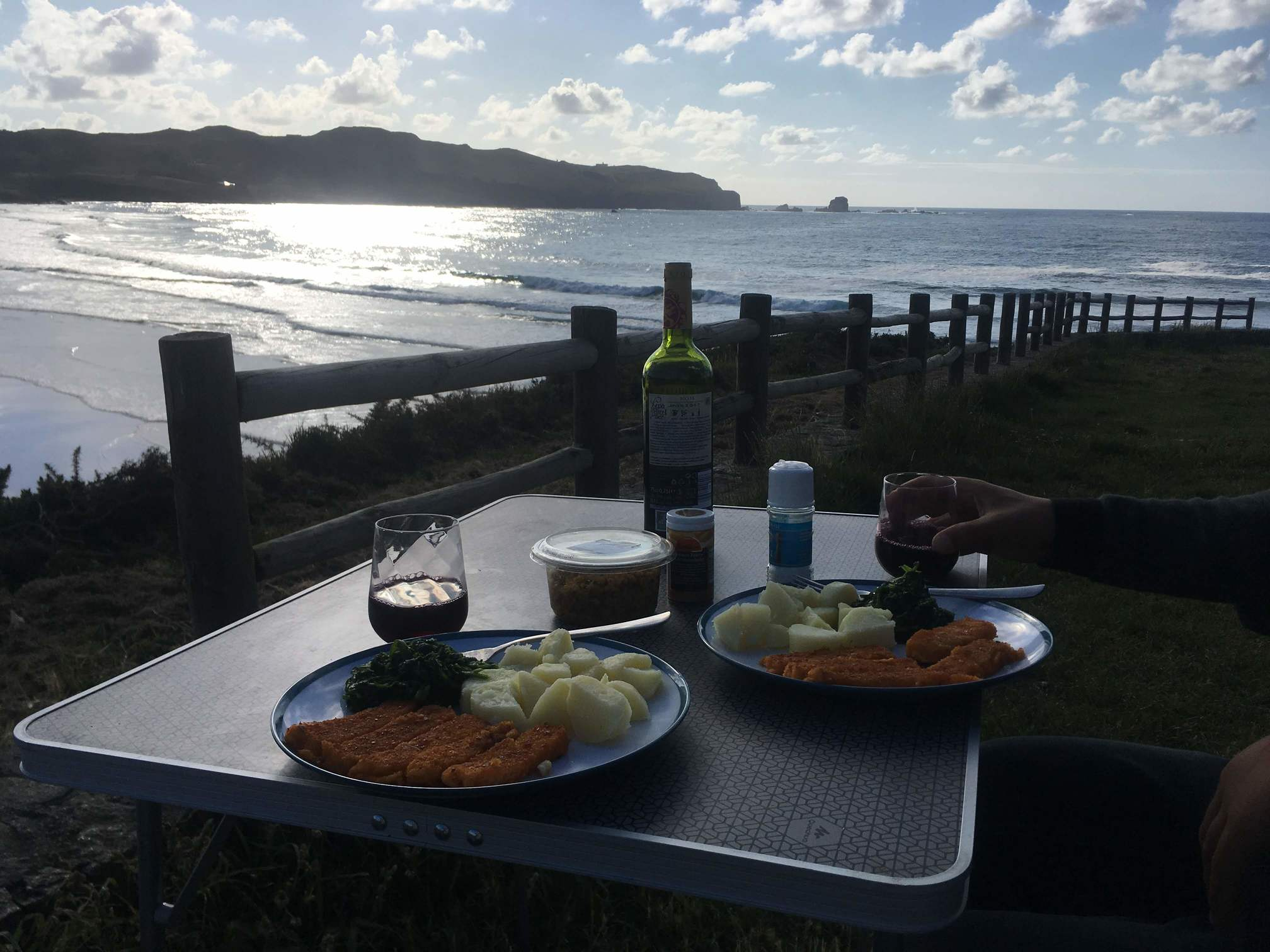 Abendessen mit Blick auf das Meer