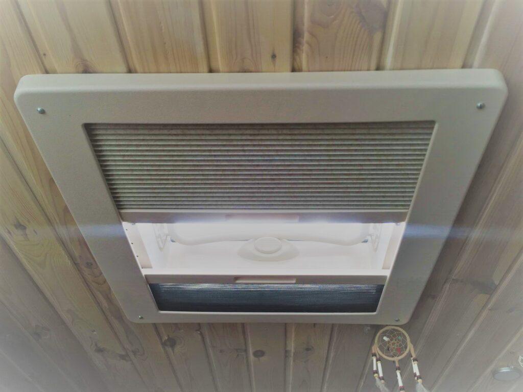 Dachluke im Camper Van wird auch bei der Zulassung zum Wohnmobil geprüft
